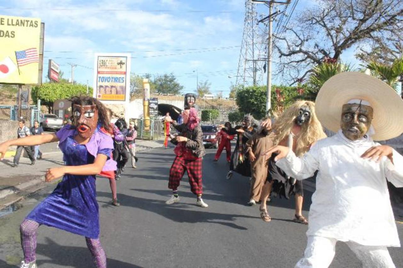 El festejo se inició con un desfile que recorrió las principales calles del municipio. Foto EDH / cortesía.