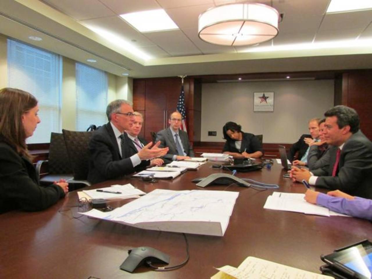 Alex Segovia, secretario Técnico de la Presidencia, se reunió con Steve Kaufmann, jefe de gabinete de MCC. Foto EDH /cortesía