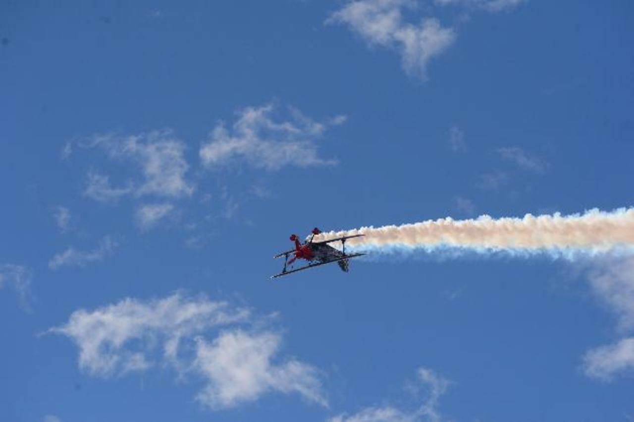 Sólo profesionales participan en este show aéreo, pilotos nacionales e internacionales hacen de las suyas por el cielo cuscatleco. El show continúa hoy. Fotos EDH/ Lissete Lemus
