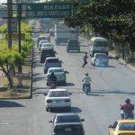 En el bulevar del Ejército se construirán dos carriles segregados. Foto EDH / ARCHIVO