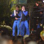 Marito Rivera y su grupo Bravo hizo vibrar con sus tropicales éxitos. FOTOS EDH/ Douglas Urquilla