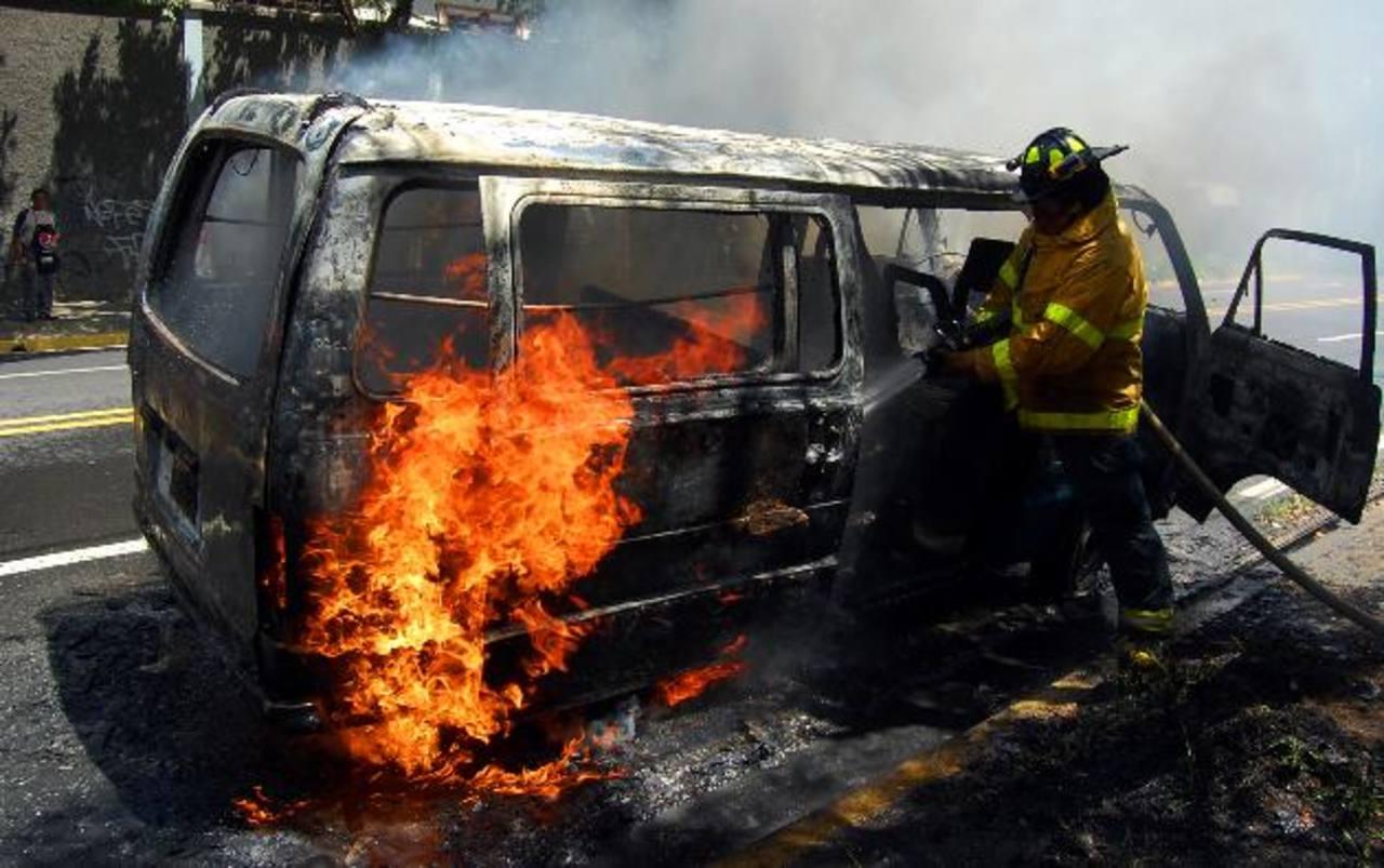 Los rubros de seguros que muestran más crecimiento en el país son incendios, automotores y vida. Foto EDH/ archivo