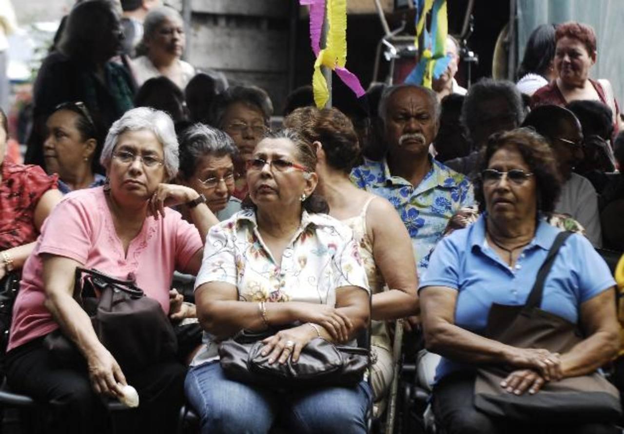 Las AFP aportan $200 millones al año para pagar a sus propios pensionados, y le presta al Gobierno $400 millones anuales para honrar las pensiones de los jubilados del ISSS e INPEP.