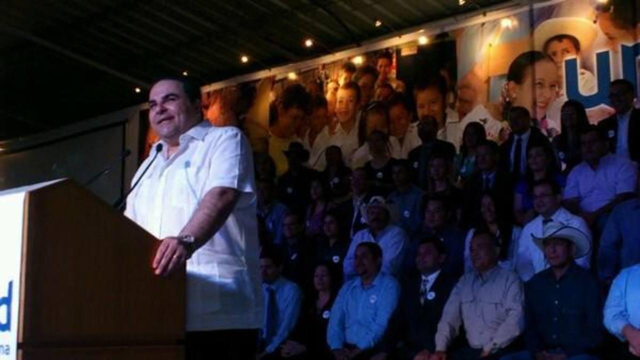 Antonio Saca proclamó su candidatura para las presidenciales 2014. Foto vía Twitter Mauricio Castro
