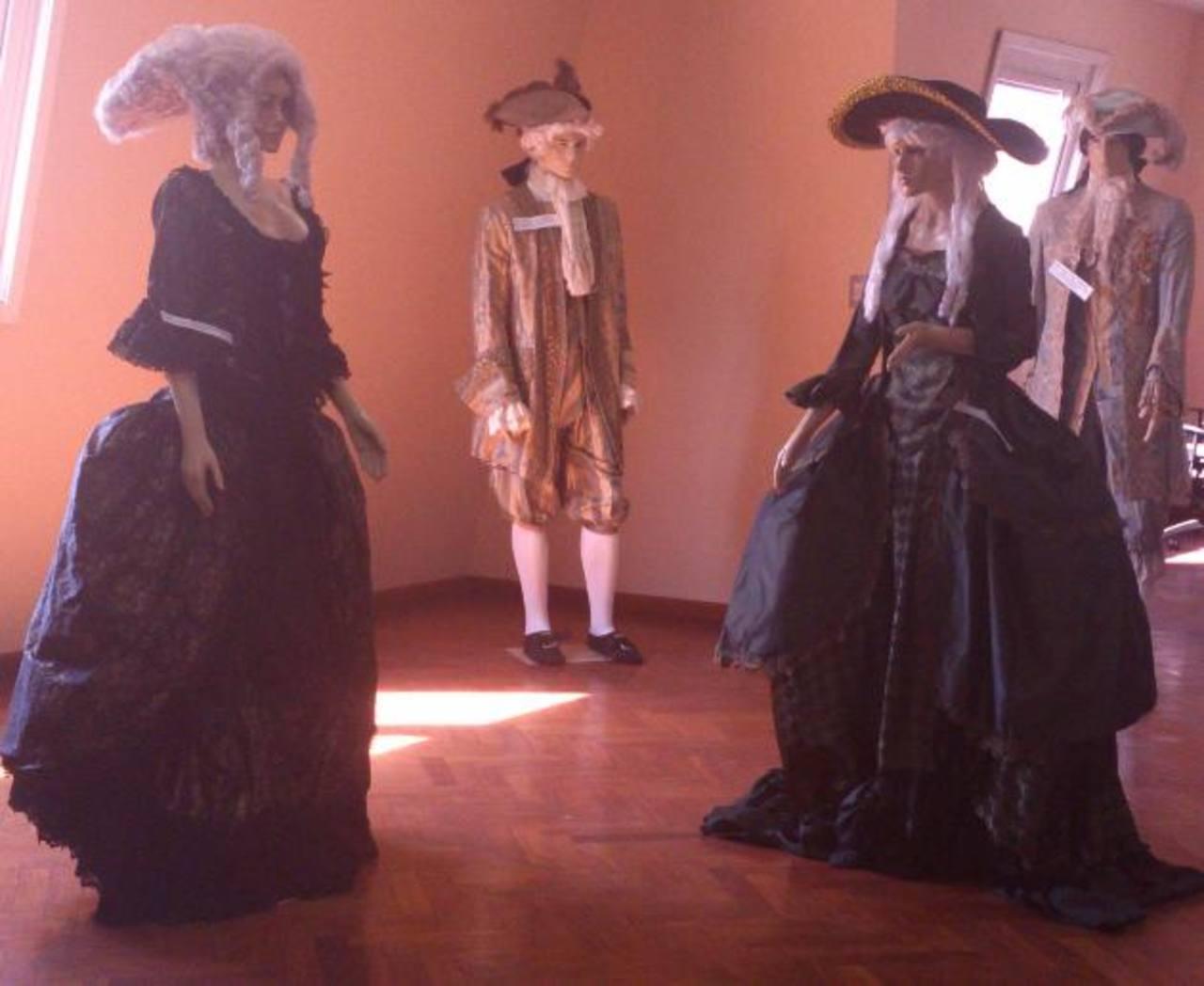 Los trajes están inspirados en varias épocas del periodo de 1700 y están hechos con mucho detalle. foto/ EDH