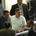 Genaro Ramírez (AEAS) y Elizardo Lovo, exdiputado, junto a representantes de otras gremiales llegaron a la Asamblea. FOTO EDH /ARCHIVO