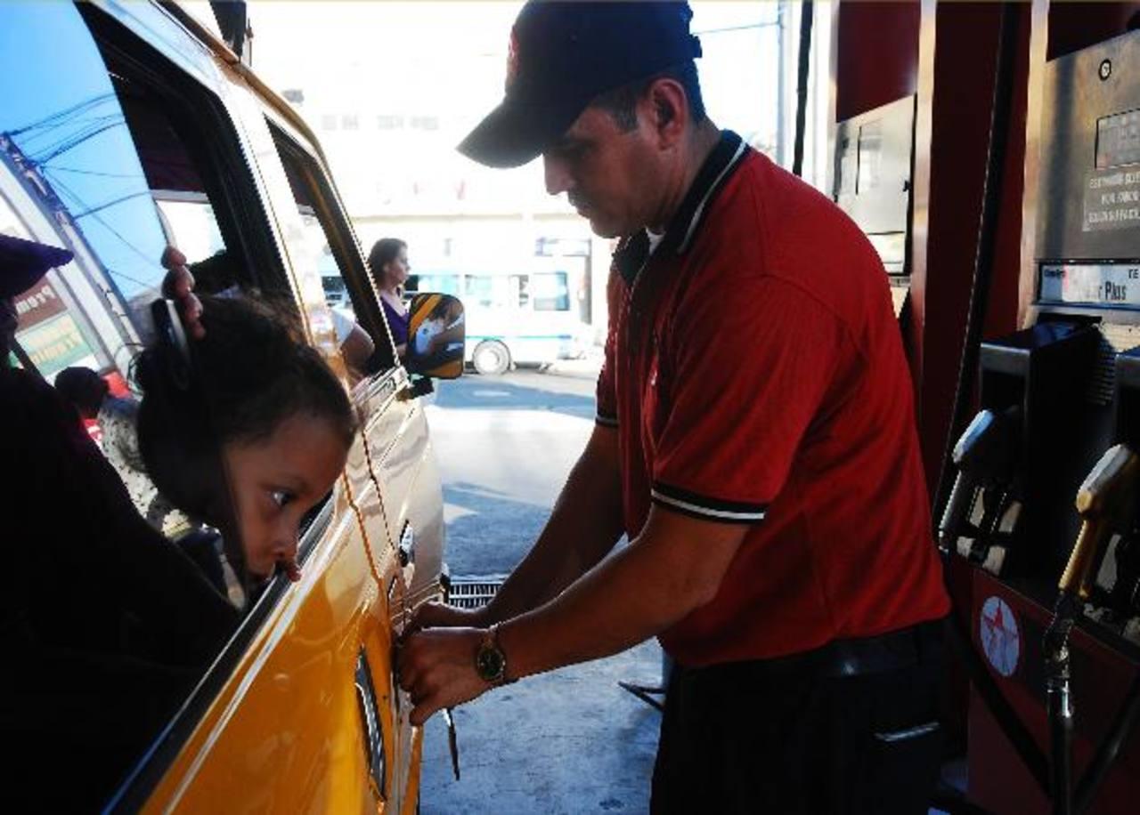 Los precios de los combustibles se encaminan a los $5 por galón. foto edh / marlon hernandez