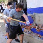 Lewis participó en la demolición y otras tareas de reconstrucción. Fotos EDH / Omar carbonero