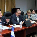 Margarita Escobar, de ARENA (izquierda), criticó el martes pasado que las plenarias se alargan por la petición de dispensas de trámite en horas de la noche. foto edh / asamblea legislativa