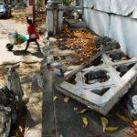 En la mayoría de casos los vándalos solo rompen las piezas y dejan los escombros, pero otros afectan las piezas para hurtar materiales como mármol. Foto edh / Francisco Torres