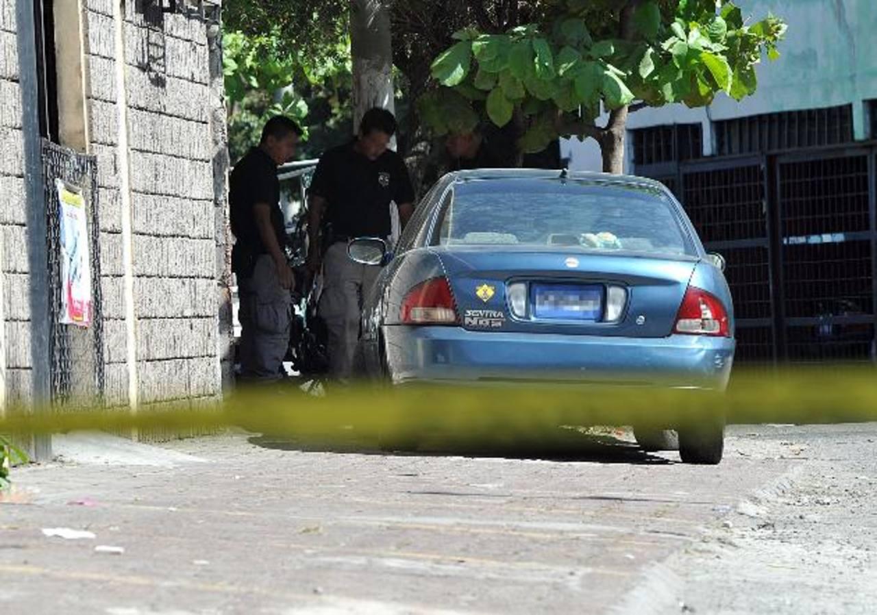 Escena del sitio donde se produjo un tiroteo en el barrio San Jacinto. Dos hombres resultaron heridos. Foto EDH / Óscar Mira
