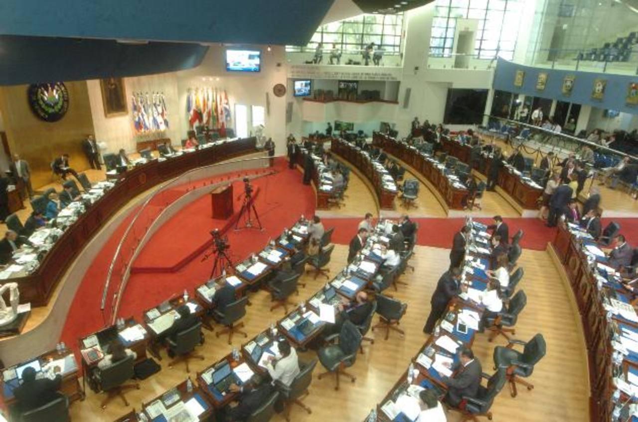 Los diputados aprobaron la ley de partidos políticos el pasado jueves, pero añadieron la cuota de mujeres. Foto EDH / j. reyes