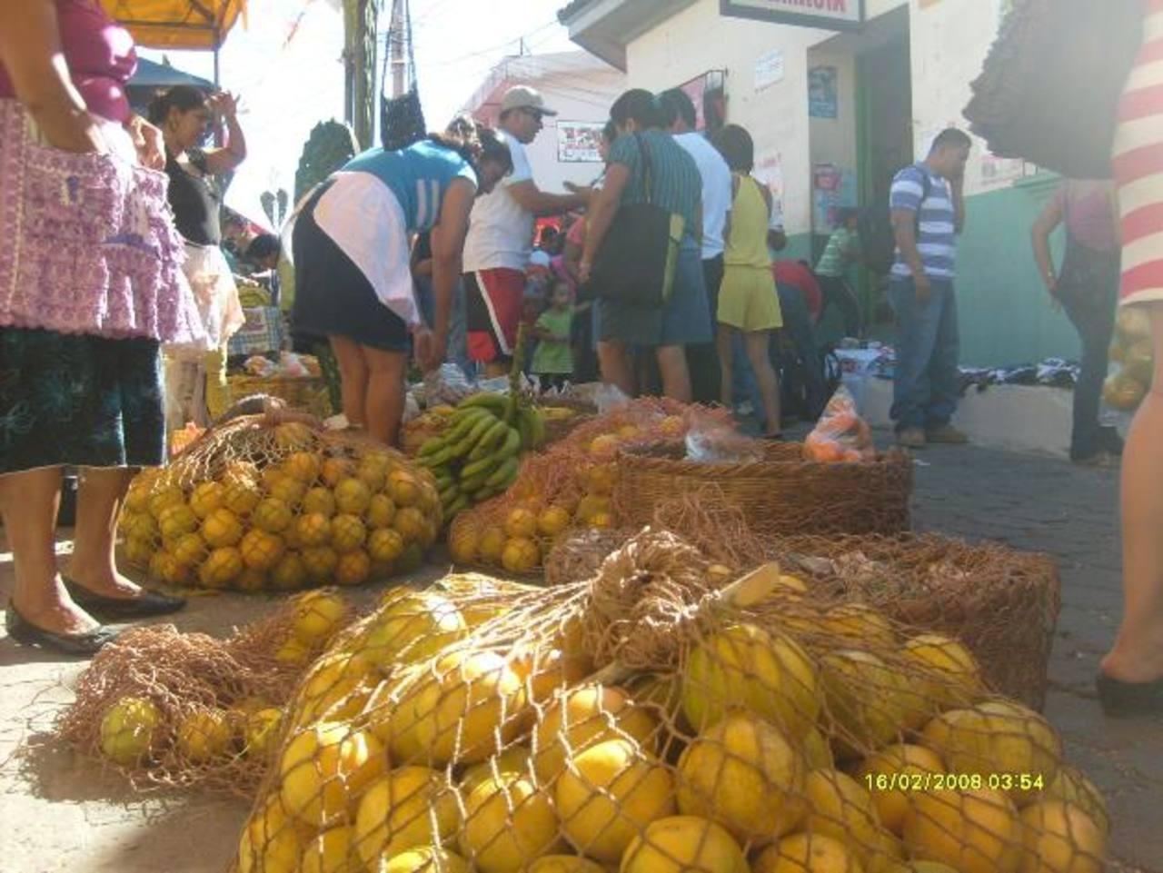 La tierra de San Pedro Nonualco es fértil para el cultivo de varias clases de naranja, entre ellas: victoria, jafa, piña, rosa y la corriente. Se da el guineo manzano, seda, majoncho, zapote, plátano y criollo, entre otros. foto edh /