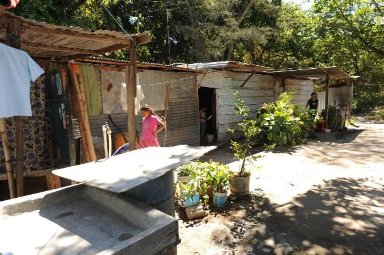 Las familias que iban a ser beneficiadas, ahora viven en condiciones más precarias que antes. Foto edh / archivo
