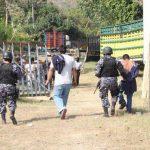 La Policía capturó a cuatro personas durante el allanamiento en un taller en carretera antigua a Quezaltepeque. Foto cortesía PNC