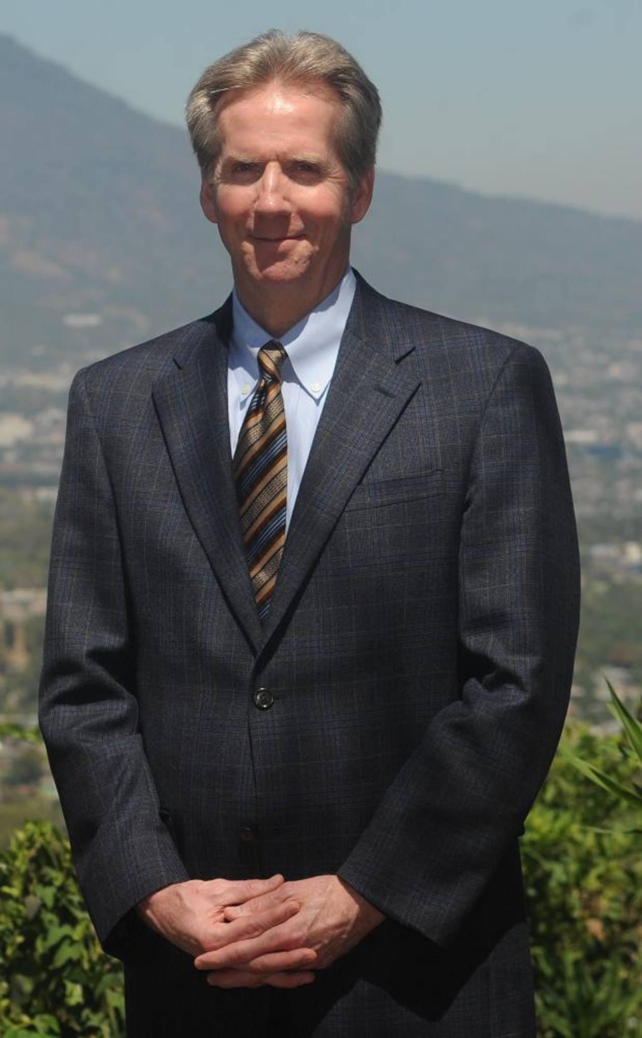 """Dr. Eric Edell """"El Salvador está abajo del promedio en el área de broncoscopia"""""""