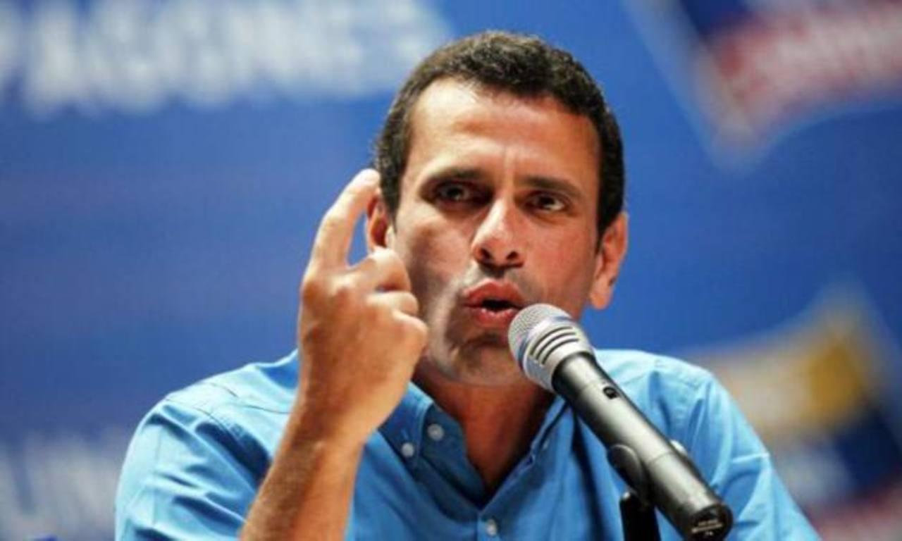El líder opositor Henrique Capriles acusó al Gobierno de usar fondos públicos para financiarse y dijo que estaba dispuesto a iniciar ese debate si es lo que quiere el oficialismo. foto edh / Archivo