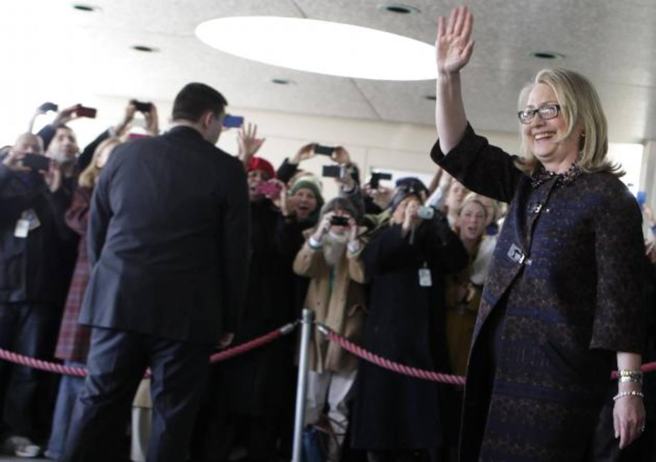 Hillary Clinton abandonó ayer el Departamento de Estado de Estados Unidos. foto edh / reuters