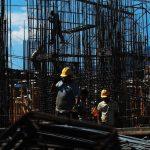 El aumento salarial incluiría a empleados estatales y del sector privado. foto edh/archivo