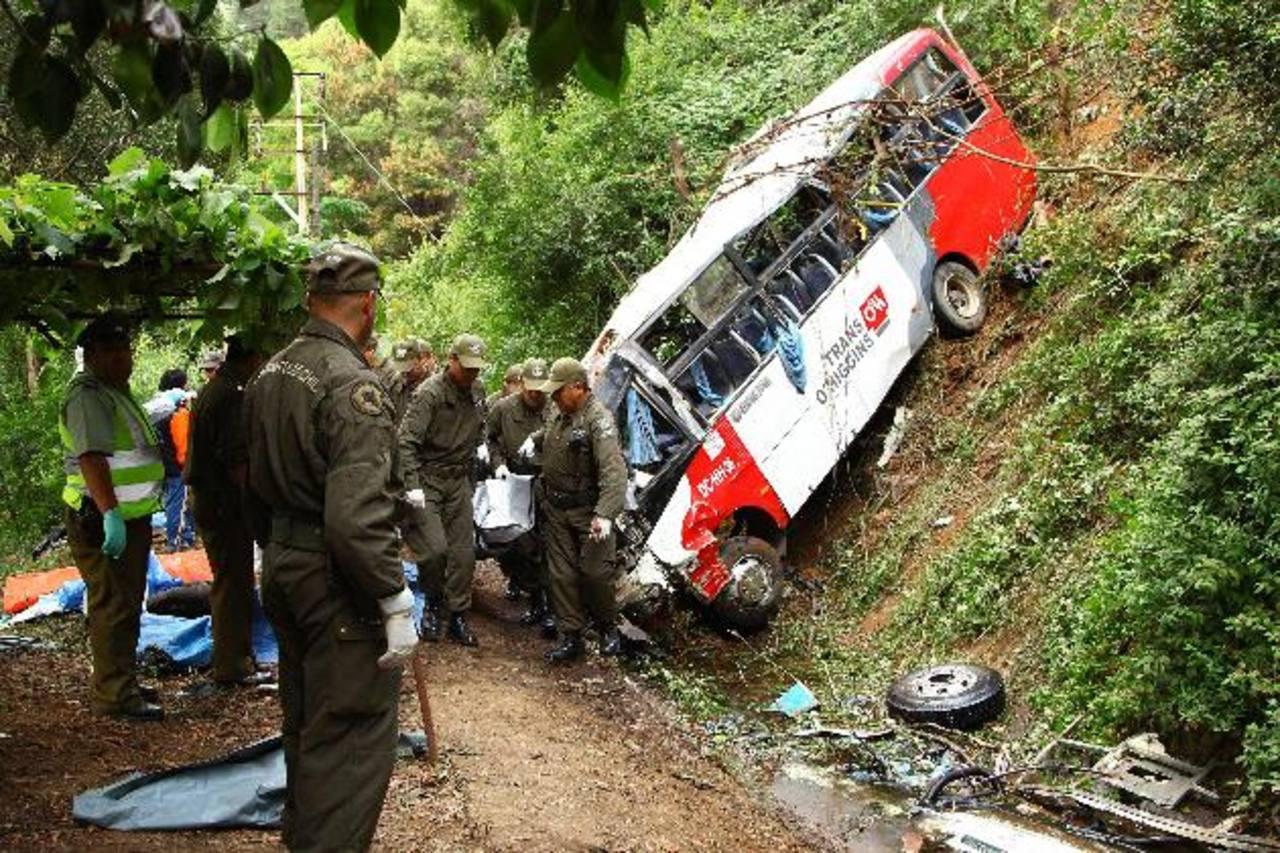 El accidente se produjo en torno a las 02:00 hora local (05:00 GMT) de ayer en las cercanías de la localidad de Tomé, a 470 kilómetros al sur de Santiago. foto edh / efe