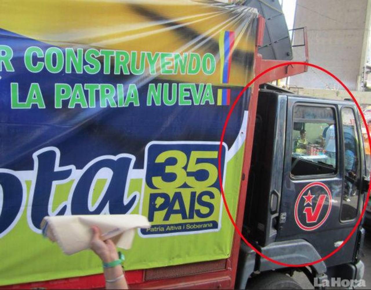 Imagen del camión con logo del PSUV y propaganda de Correa.
