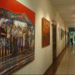 Las obras de arte que se exhiben en uno de los pasillos del edificio legislativo tienen un costo de $150 mil. Esa es parte de la información solicitada por Alac-Funde y que dice le fue negada en su momento por el Congreso. foto EDH / archivo