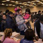 La jornada empezó con relativa normalidad y con los típicos retrasos menores en la instalación de algunas juntas receptoras del voto. Foto/ AP