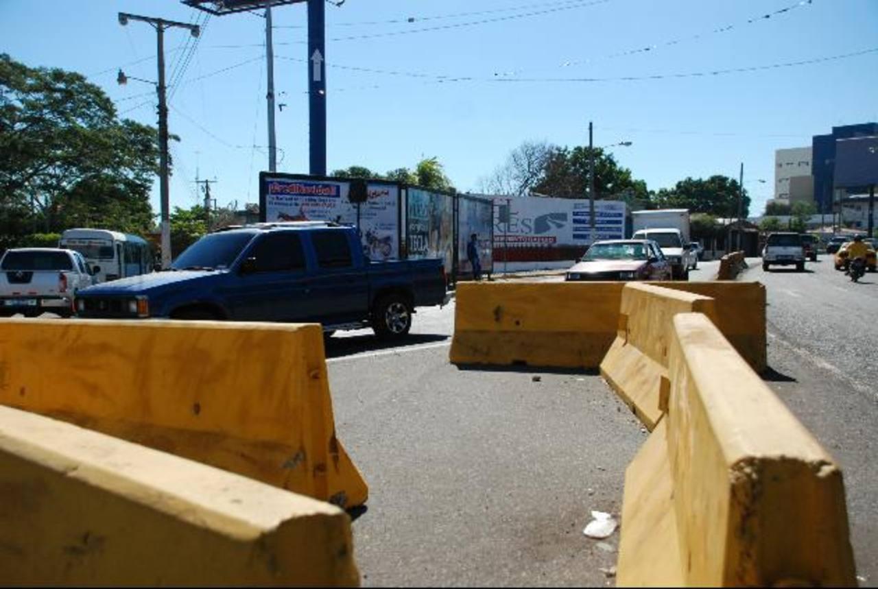 """Los congestionamientos en el acceso a San Miguel se producen a diario. Las obras """"provisionales"""" son criticadas por muchos conductores. Foto EDH / Lucinda Quintanilla"""