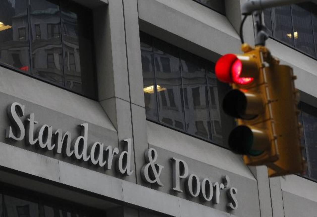 La degradación de S&P fue de dos escalones. foto edh /archivo