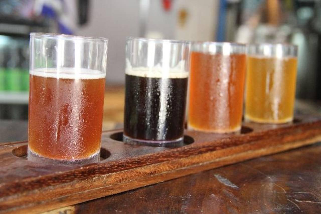Esta es parte de la variedad de cerveza producida con equipo fabricado por salvadoreños. fotos edh / raúl benitezLa extracción del azúcar de las semillas utilizadas en el proceso de la cerveza puede demorar hasta 10 horas.
