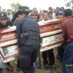 El agente policial Cristóbal Antonio De Paz fue asesinado en febrero del año pasado. Sus restos fueron sepultados en San Pedro Nonualco, La Paz. Foto EDH