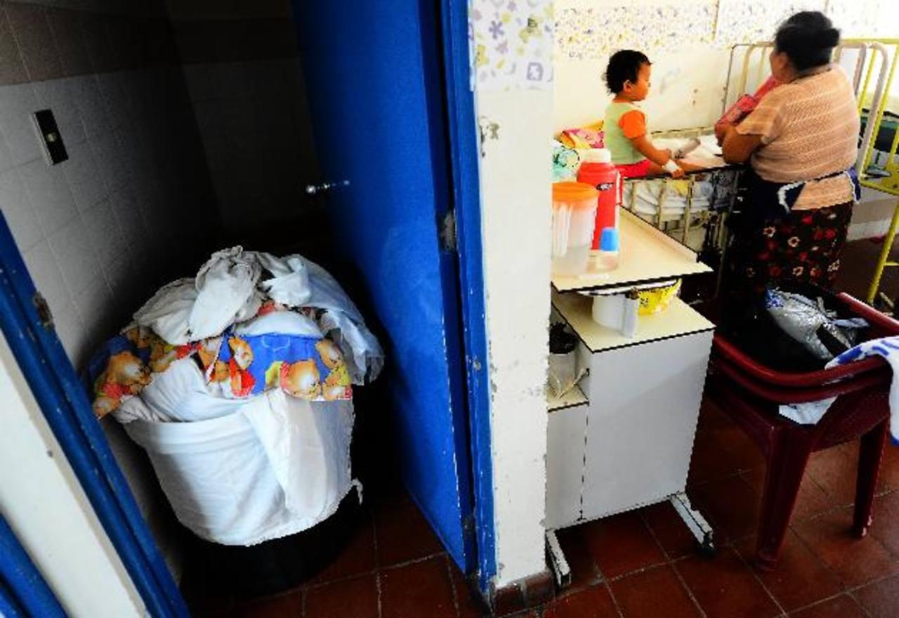Las labores en el hospital Zacamil se han reducido desde hace cinco días. El viernes los médicos aseguraron que solo el 50 por ciento de áreas estaba cerrada. Foto EDH / archivo