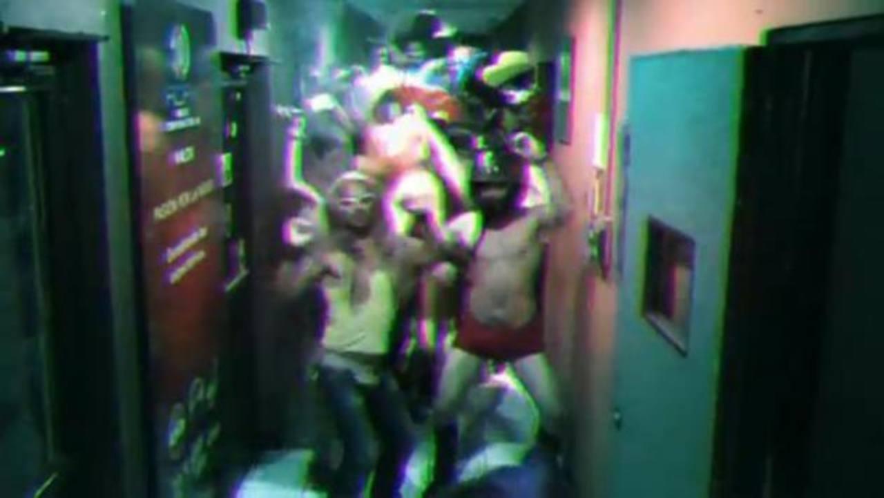 Parte de los locutores del Grupo Radio Corporación en su versión del video viral. Foto retomada del video original