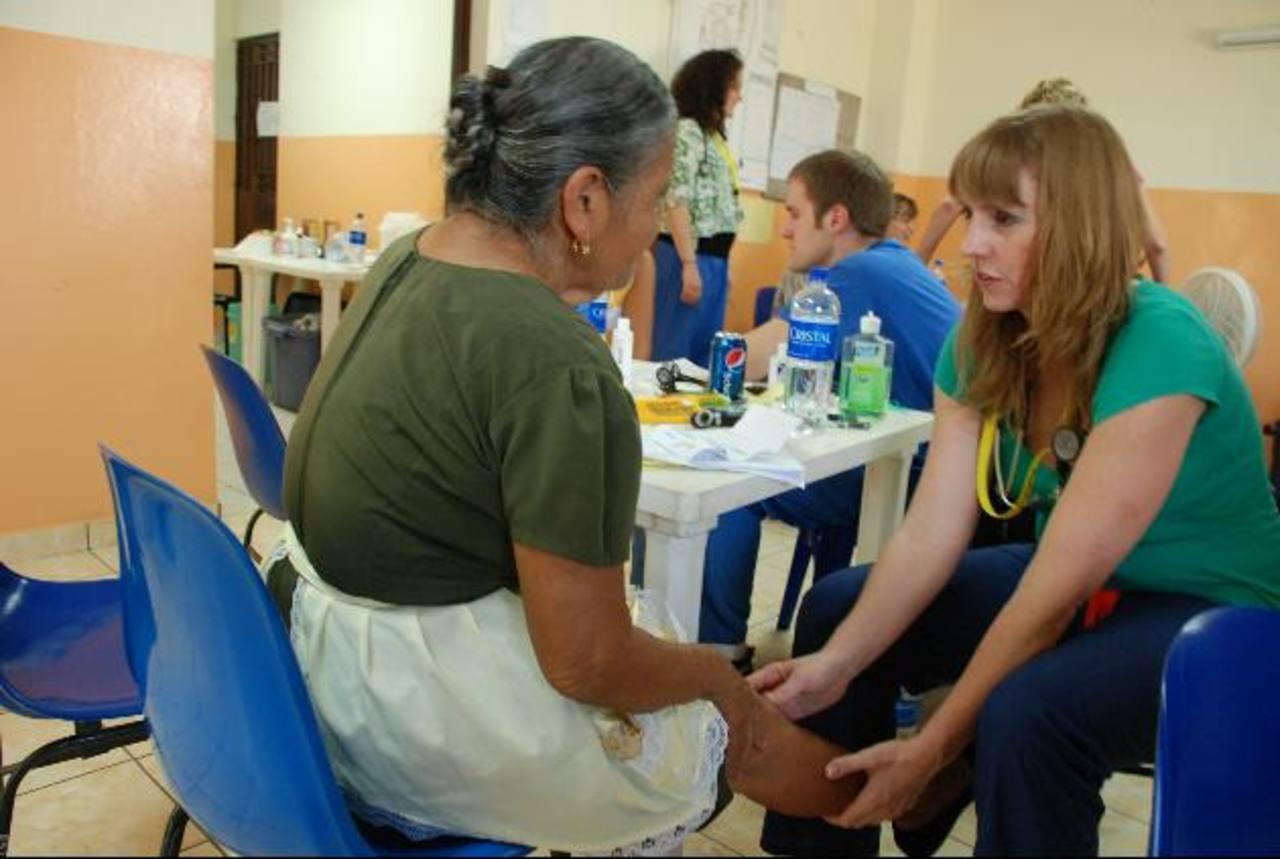 El programa de atención favoreció a numerosas personas de escasos recursos. foto edh / lucinda quintanilla