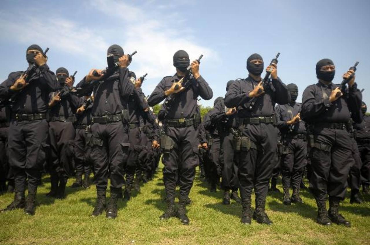 La mayoría de los agentes que han solicitado su reingreso a la corporación policial renunció hace 12 años. Foto EDH / Archivo