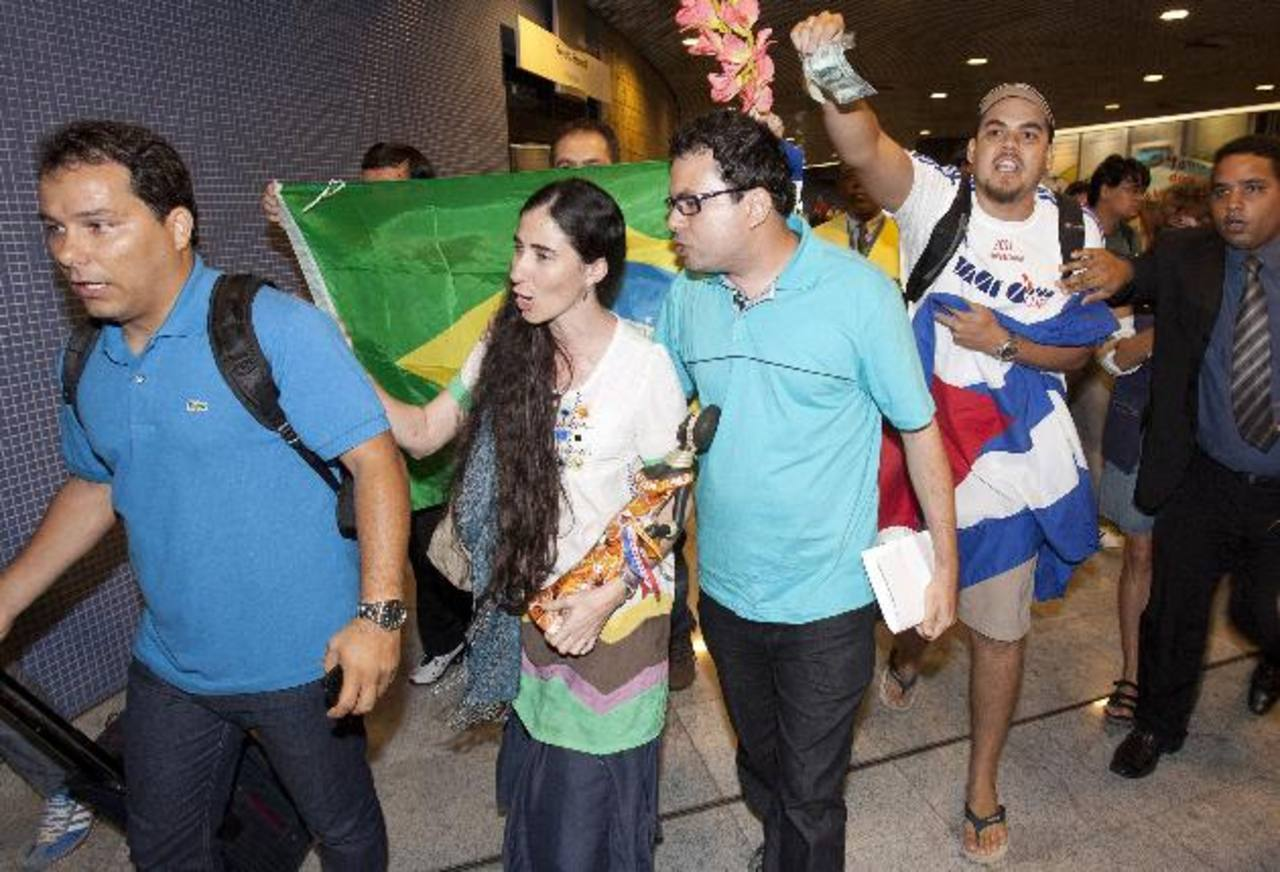 Un grupo de manifestantes acusaron a Sánchez de haberse vendido. FOTO AP