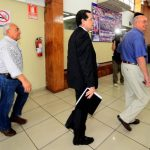 Hugo Barrera sale de la encerrona junto a Jorge Velado y Alfredo Cristiani para anunciar los cambios en la dirigencia.