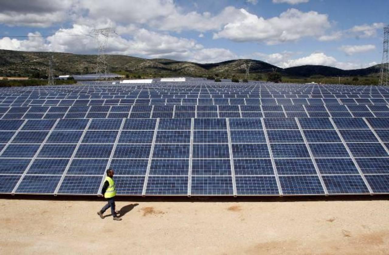 Vista de la primera fase del parque solar fotovoltaico en la localidad Alicantina de Benaixama, inaugurado ayer. Foto EDH/EFE
