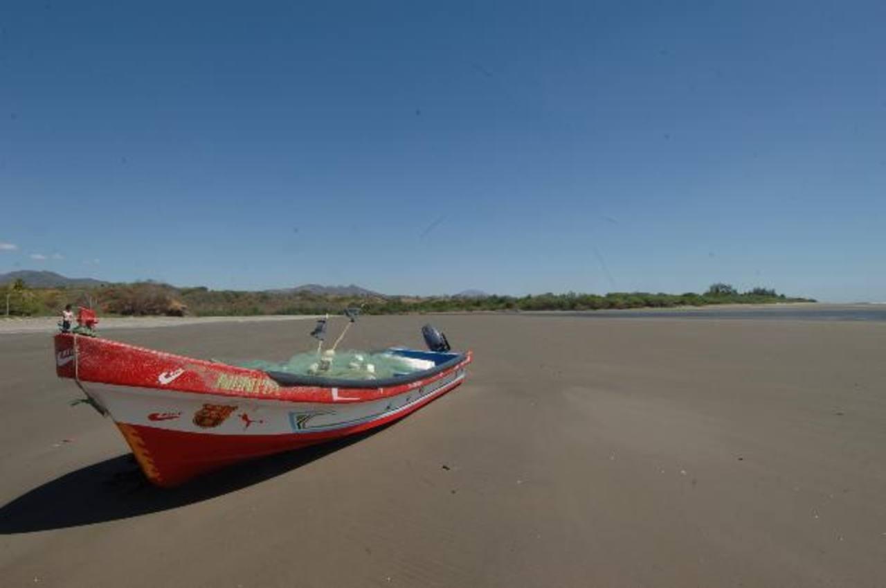 El cantón El Icacal tiene 13 kilómetros de playa que pudieran aprovecharse para desarrollo turístico. La venta de 64 manzanas del Gobierno está en discusión. foto EDH / archivo