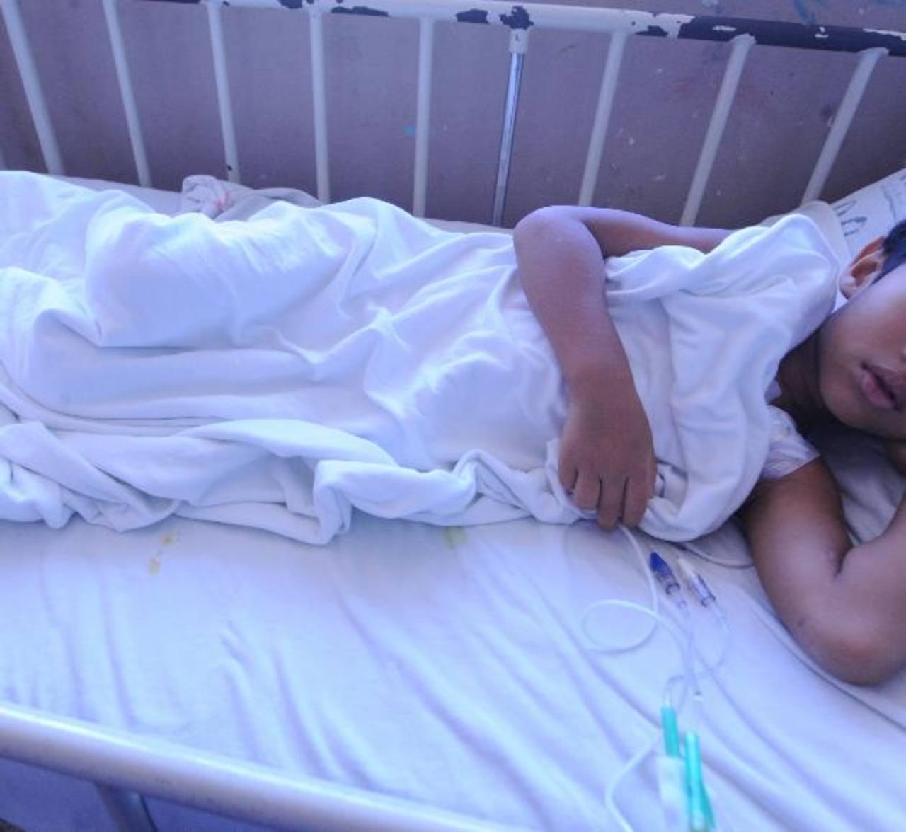 El pequeño se encuentra en el Hospital Bloom a la espera que se le pueda realizar su trasplante. Foto EDH / archivo