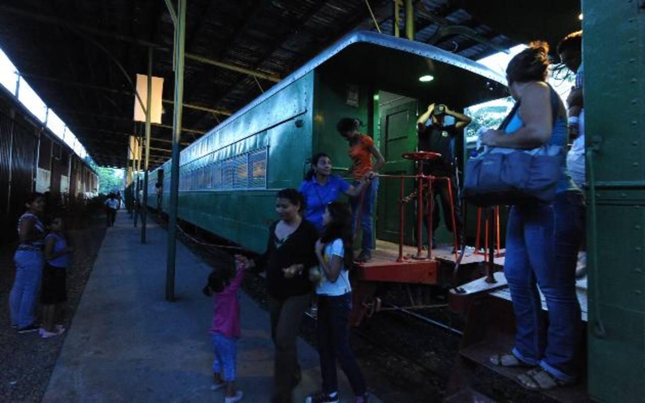 En agosto de 2012 fue el último viaje del tren de pasajeros San Salvador - Apopa. CEPA y Fenadesal tienen planes de integrar el ferrocarril con el transporte colectivo. foto edh / archivo