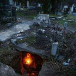 Fotos. Hombre vive hace 15 años al interior de tumba