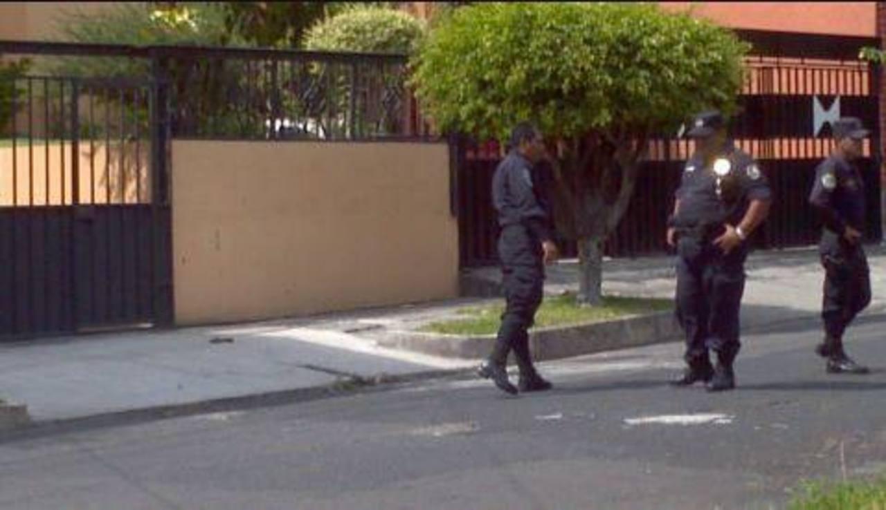 La Policía en la escena del hecho. Foto vía Twitter Mario Amaya