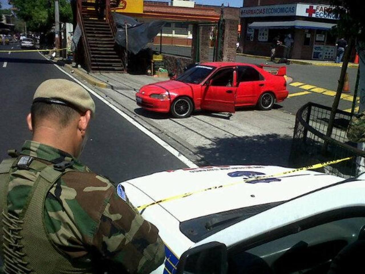 La Fuerza Armada y Policía realizaron un operativo en la búsqueda de uno de los delincuentes, que huyó . Foto vía Twitter Jaime Anaya