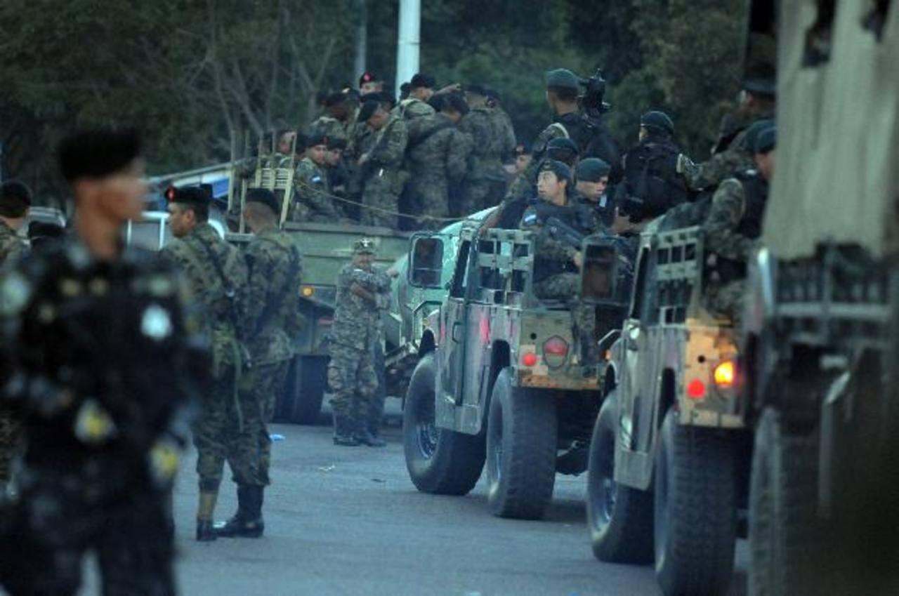 La operación se hará con 800 militares en Tegucigalpa y 600 efectivos más en San pedro Sula. foto edh / efe