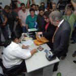 Apoderados legales de Alba Petróleos presentaron la demanda acompañados de supuestos empleados. Foto EDH / Archivo