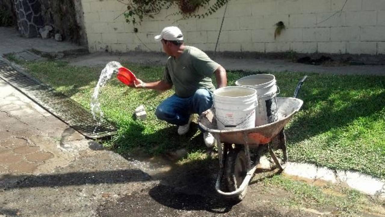 Vecinos lamentan que ya casi se cumple un mes y no hay respuesta de los encargados. Foto EDH / cortesía