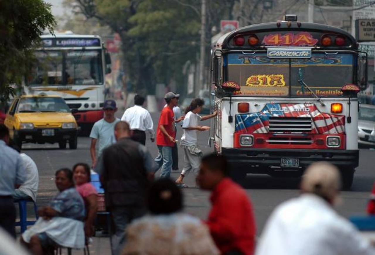 EL gobierno debe $19 millones de dólares de subsidio a los buseros, pero ellos dicen que el monto es mayor. Foto EDH / archivo