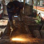 Los empleados del sector industrial ganan, como mínimo, un sueldo de $219.35. foto edh/archivo