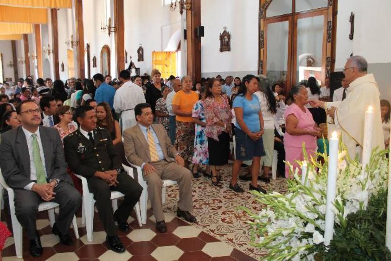 Con la misa concelebrada y la procesión del patrono finalizaron oficialmente las fiestas en Ahuachapán. Foto EDH / Roberto Díaz Zambrano